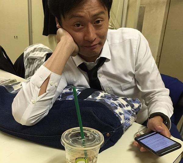 和牛 川西 男 スタバ スーツ