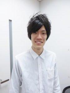 男性 白シャツ