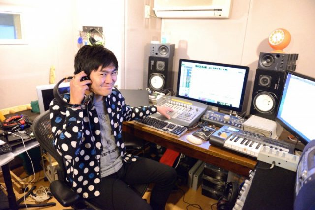平成ノブシコブシ 徳井 ヘッドフォン パソコン